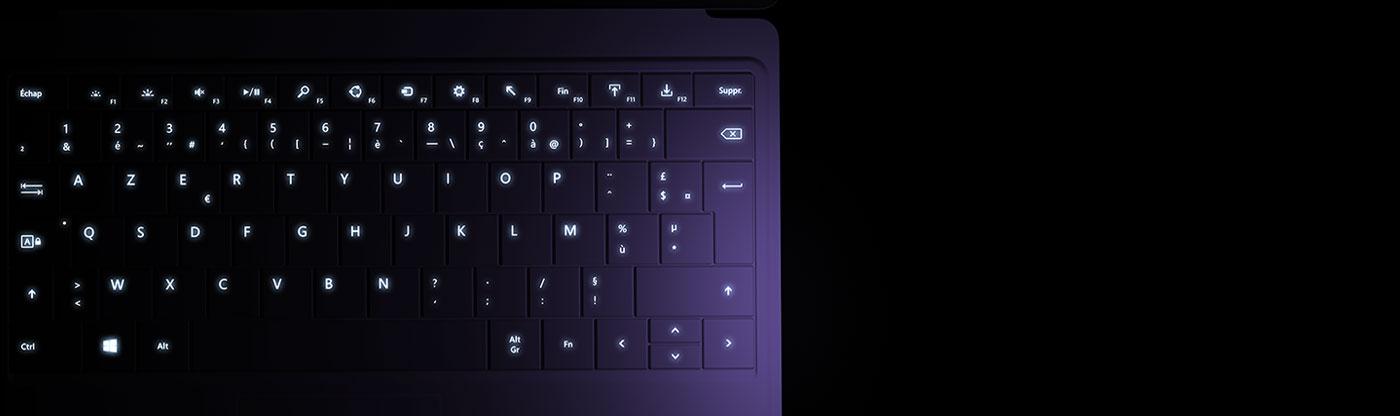 Tablette Surface avec clavier Type Cover2 rétro-éclairé.